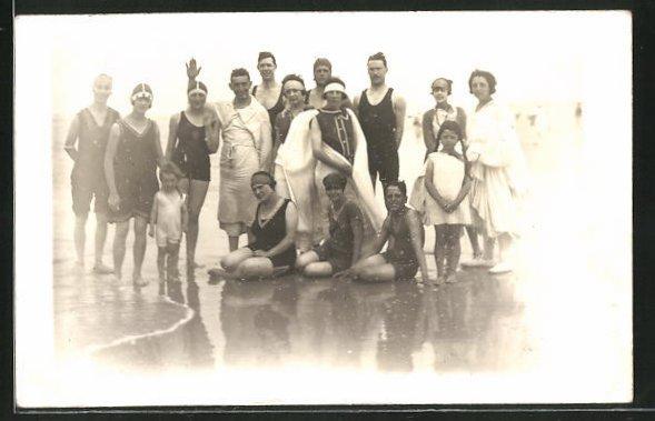 AK Gruppenfoto in Bademode am Strand