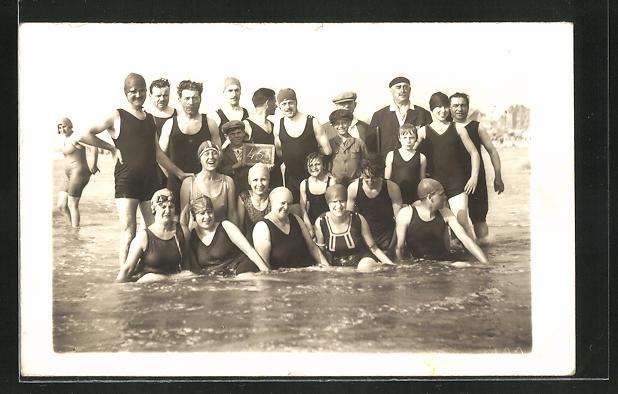 AK Gruppenfoto in Bademode im Wasser