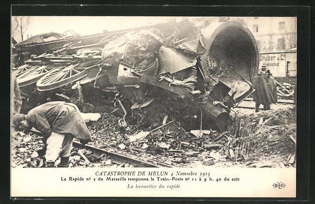 AK Melun, Eisenbahnkatastrophe 4.11.1913, Zerstörte Lokomotive