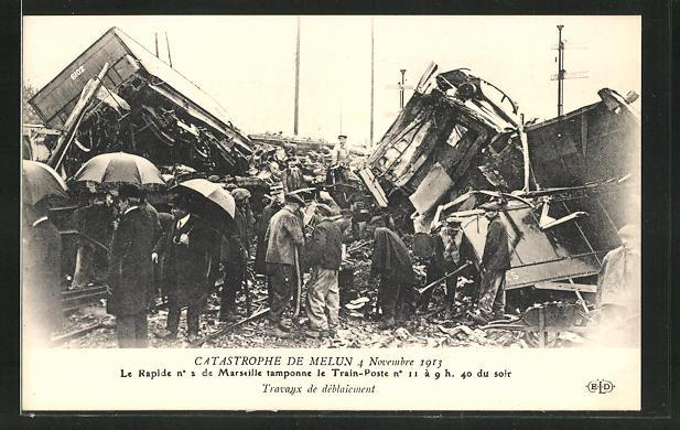 AK Melun, Eisenbahnkatastrophe 4.11.1913, Aufräumarbeiten an der Unglückstelle