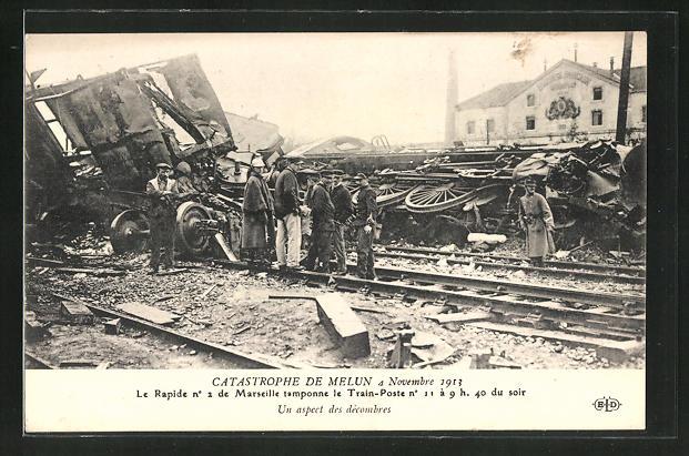 AK Melun, Eisenbahnkatastrophe 4.11.1913, Besichtigung der Unglückstelle