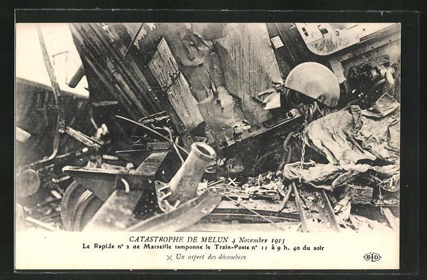 AK Melun, Eisenbahnkatastrophe 4.11.1913, Waggons in Trümmern