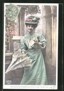 AK Je vous envoie cette carte et toute ma pensee, junge Frau mit Schirm und Ansichtskarte