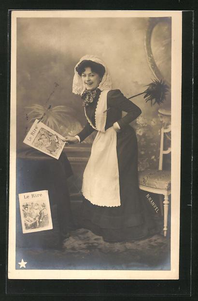 Foto-AK Henri Manuel: Dienstmädchen mit der Zeitung