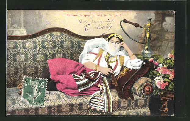 AK Femme turque fumant le Narguilé, Türkin raucht eine Wasserpfeife