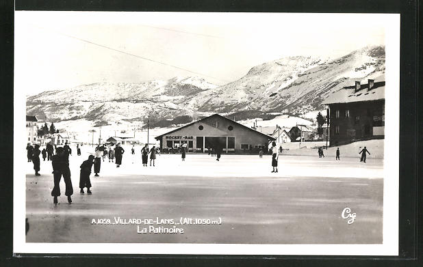 AK Villard-de-Lans, Menschen beim Schlittschuhlaufen auf dem zugefrorenen See