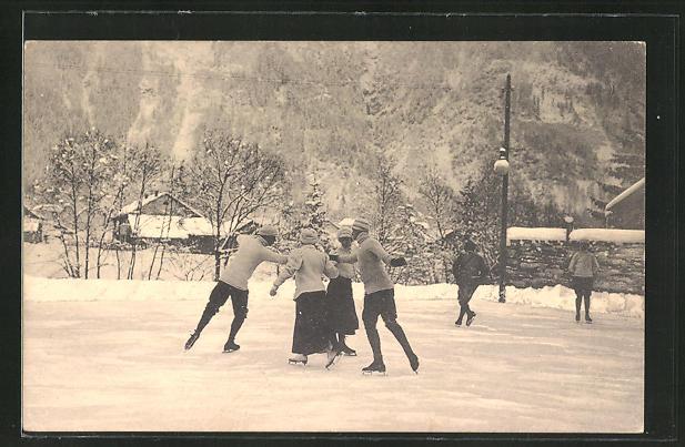 AK Paare laufen Schlittschuh auf dem zugefrorenen See