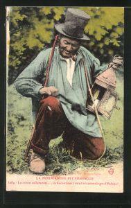 AK Mann mit einem schwarzem Hut beim rauchen einer Pfeife
