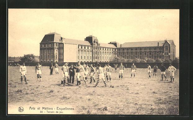 AK Zwei Mannschaften auf einem Fussballfeld