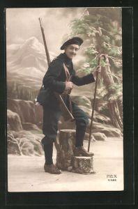 AK Französ. Alpenjäger mit Stock und Karabiner