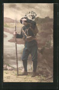 AK Französ. Alpenjäger mit aufgepflanztem Bajonett in Kulisse