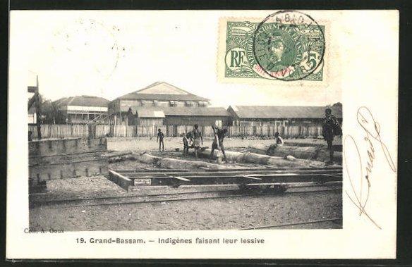 AK Grand-Bassam, Indigènes faisant leur lessive