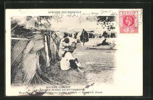 AK Sainte-Marie-de-Bathurst, Un perruguier indigene operant sur la place publique, Friseur