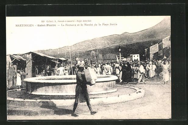 AK Martinique, Saint Pierre, La Fontaine et le Marche de la Place Bertin