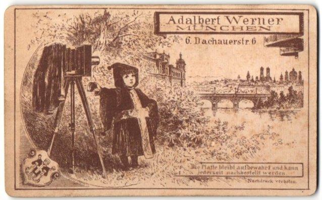 Fotografie Adalbert Werner, München, Ansicht München, Münchner Kindl mit Plattenkamera am Stadtrand