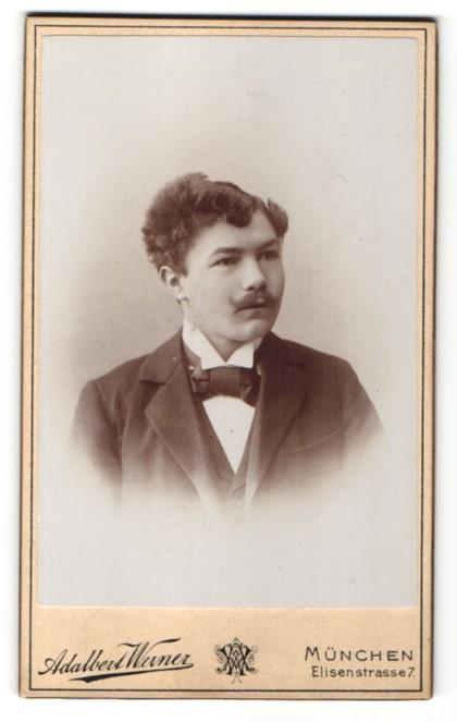 Fotografie Adalbert Werner, München, Portrait junger Herr mit zeitgenöss. Frisur