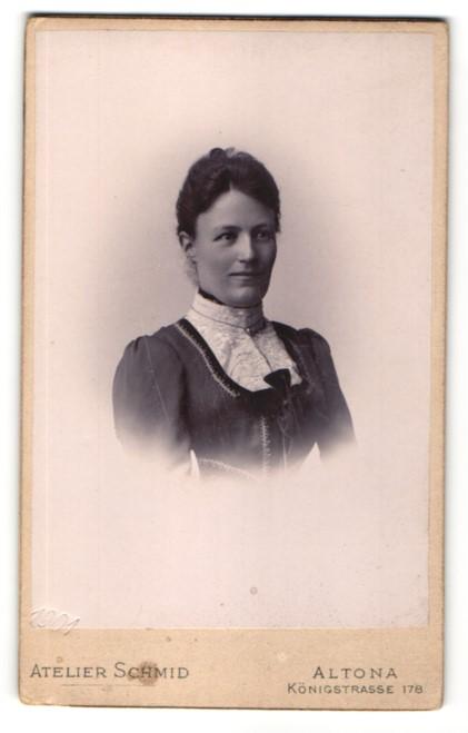 Fotografie Atelier Schmid, Hamburg-Altona, Portrait Dame mit zeitgenöss. Frisur