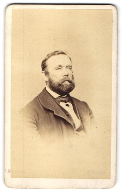 Fotografie Franz Neumayer, München, Portrait Herr mit Bart
