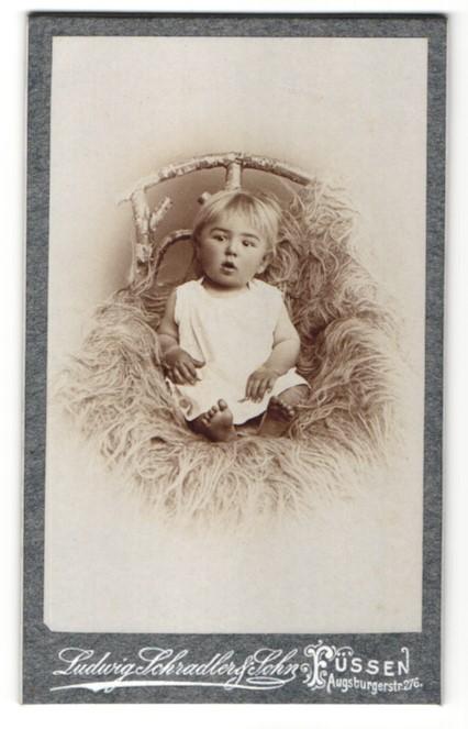 Fotografie Ludwig Schradler & Sohn, Füssen, Portrait blondes Kleinkind