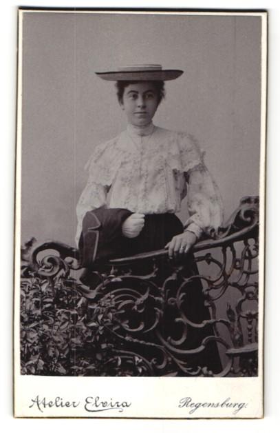 Fotografie Atelier Elvira, Regensburg, Portrait junge Dame mit Hut