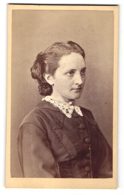 Fotografie H. Th. Hudemann, München, Portrait junge Dame mit zusammengebundenem Haar