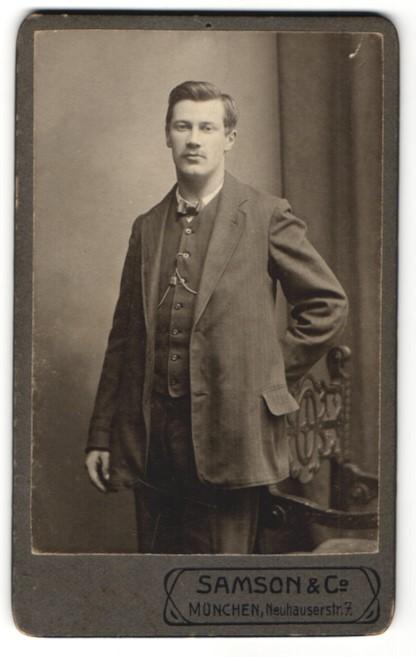 Fotografie Samson & Co., München, Portrait Herr in Anzug
