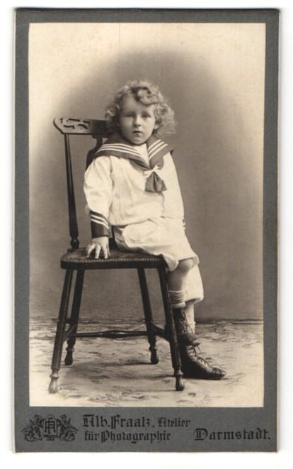 Fotografie Alb. Fraatz, Darmstadt, Portrait kleiner Bub mit wallendem Haar