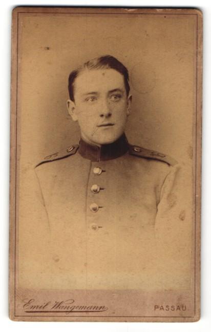 Fotografie Emil Wangemann, Passau, Portrait junger Soldat mit Schulterklappe 16