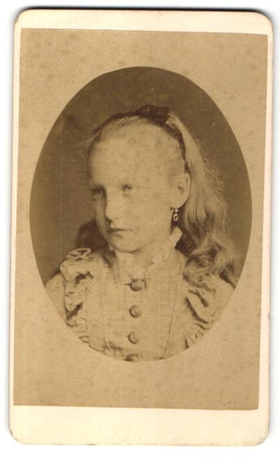 Fotografie Otto Reitmayer, München, Portrait Mädchen mit Haarband