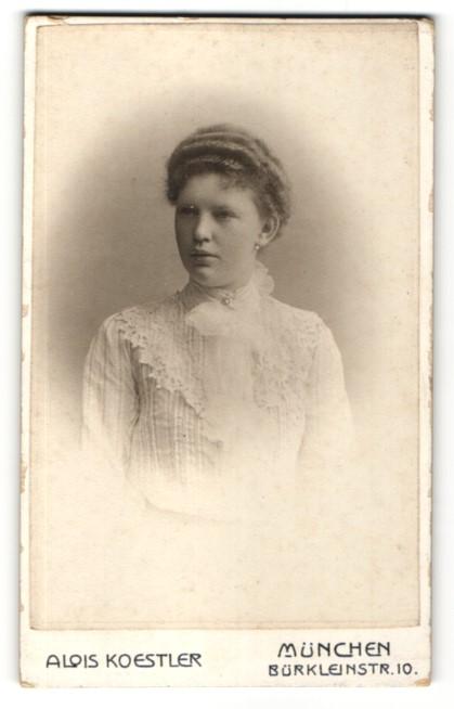 Fotografie Alois Koestler, München, Portrait junge Dame mit Hochsteckfrisur
