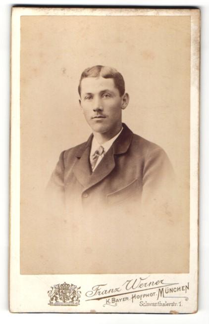 Fotografie Franz Werner, München, Portrait junger Herr mit zeitgenöss. Frisur