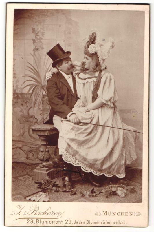 Fotografie J. Bscherer, München, Paar im feinen Zwirn, Edelmann & Dame mit Hut