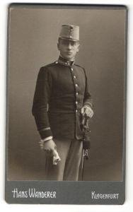 Fotografie Hans Wanderer, Klagenfurt, österreichischer Soldat in Uniform mit Säbel
