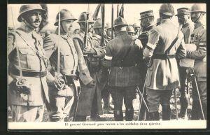 AK El general Gouraud pasa revista a los soldados de su ejercito