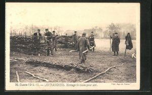 AK Soldaten beim Bau eines Schützengrabens