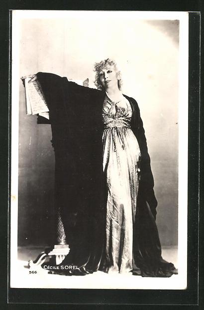 AK Schauspielerin Cècilie Sorel im Kostüm einer Filmrolle