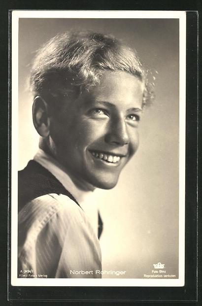 AK Schauspieler Norbert Rohringer in die Kamera zur Seite lächelnd