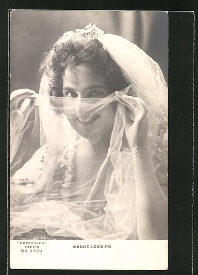 AK Schauspielerin Madge Lessing im Kostüm einer Filmrolle