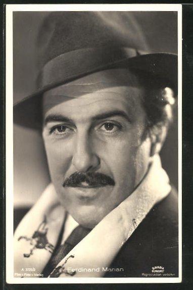 AK Schauspieler Ferdinand Marian mit Hut ernst schauend