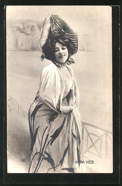AK Schauspielerin Anna Held im Kostüm einer Rolle