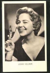 AK Schauspielerin Lonny Kellner ein Glas Wein trinkend