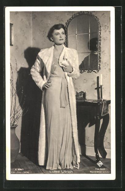 AK Schauspielerin Luise Ullrich im Kostüm einer Filmrolle