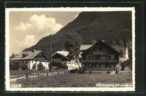 AK Längenfeld, Häuser an einer Strasse, Blick zum Kirchturm
