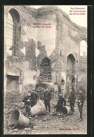 AK Serres, Soldaten mit der Glocke in der zerstörten Kirche