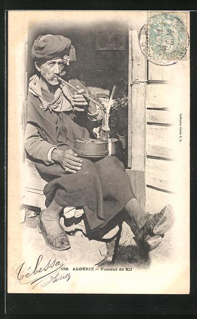 AK Mann in Gewändern beim rauchen