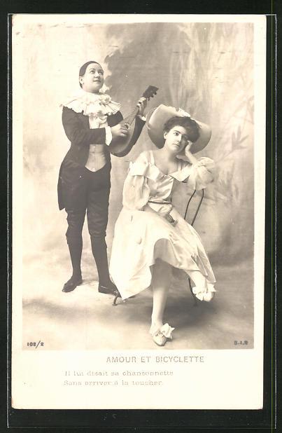 AK Harlekin musiziert für die Dame seines Herzens