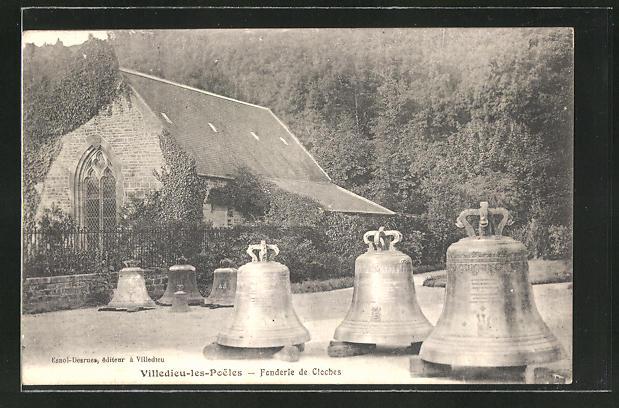 AK Villedieu les Poeles, Fonderie de Cloches, Blick auf die Glockengiesserei