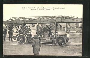 AK Paris, Sapeurs-Pompiers, Feuerwehrmänner im Leiterwagen