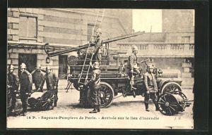 AK Paris, Sapeurs-Pompiers, Feuerwehr erreicht den Brandort