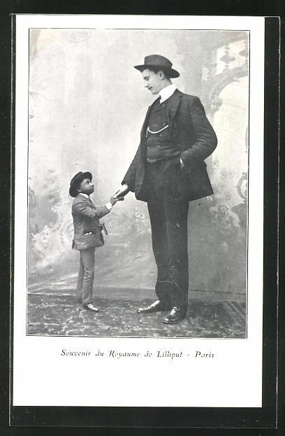 AK Paris, Liliputaner Royaume reicht einem Riesen die Hand